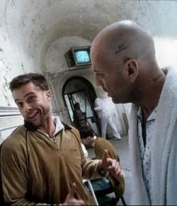 Brad Pitt et Bruce Willis dans L'armée des 12 singes