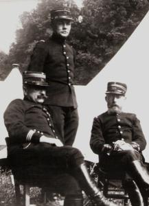Charles Péguy, ici à droite, en uniforme d'officier