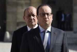 """François Hollande """"chef de guerre"""" et Jean-Yves Le Drian"""