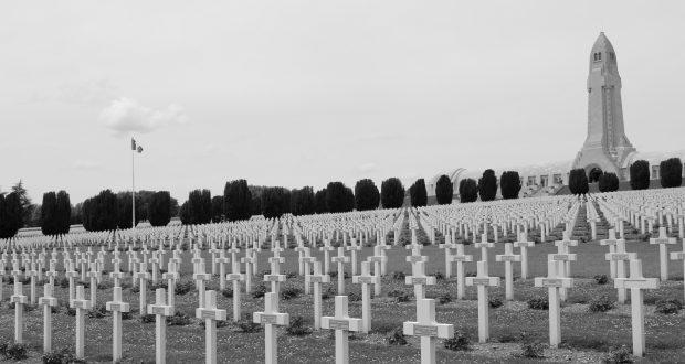 Verdun_Douaumont_Cemetery_2